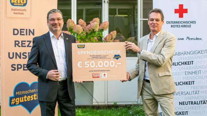Jörg Grossauer, Country Manager von Bolton Austria mit Rotkreuz-Generalsekretär Michael Opriesnig